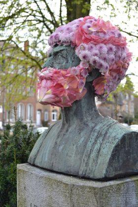 Street art con i fiori