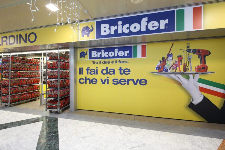 Plafoniere Da Esterno Bricofer : Bricofer porta in legno: iferr online news nuova apertura
