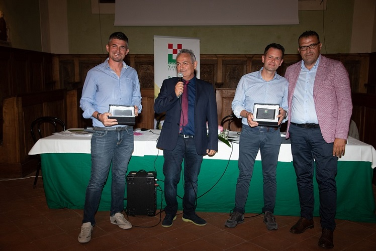 Associazione Vivaisti Italiani - Emiliano e Lorenzo Carlesi premiati da Gilberto Stanghini vice presidente di AVI